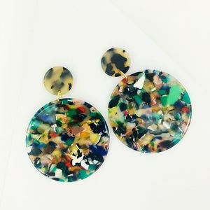 CLOSET REHAB Jewelry - Circle Drop Earrings in Green with Blond Tortoise